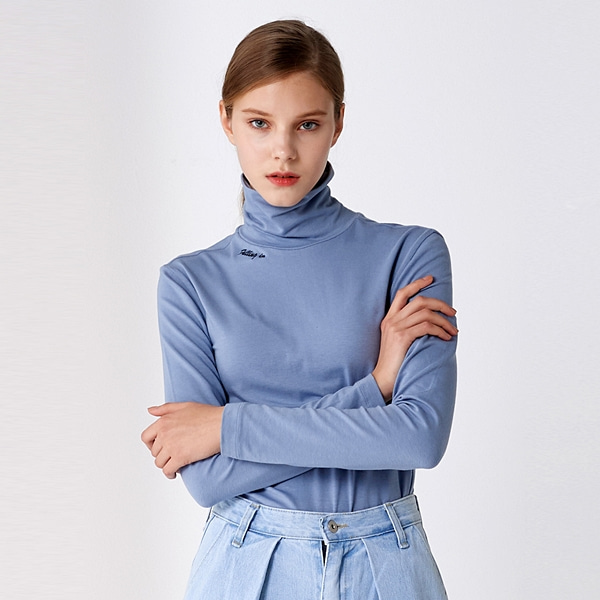 베이직 레터링 터틀넥 블루 BASIC LETTERING TURTLE-NECK BLUE PINBLACK
